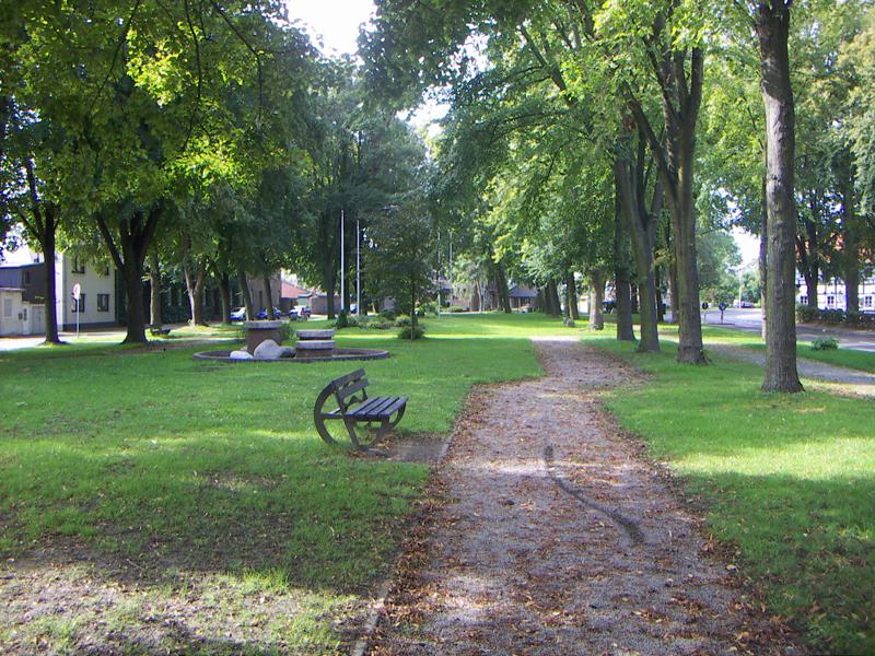 Park direkt vorm Eingang